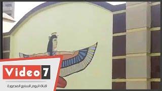 الرسومات الفرعونية تزين مدخل المحلة بعد مسح العبارات المسيئة