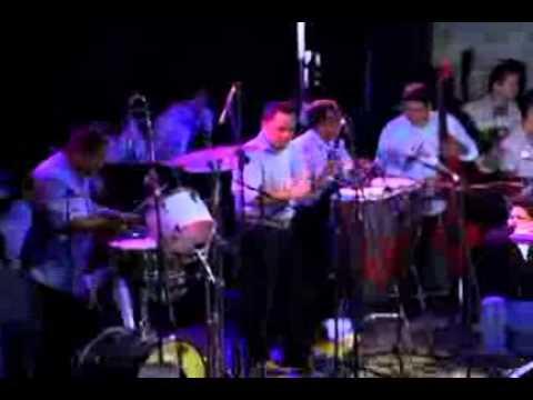 Los Adolescentes En Medellin (live) - Trombones Y Tumbas video