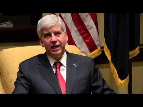 Governor Rick Snyder Signs Right to Work Legislation in Michigan
