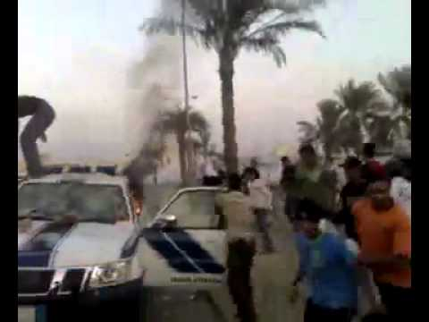 Shia in bahrain killing a pakistani security personal and burning his petrol vehicle.