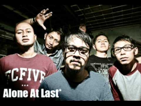 Download Lagu Alone at last - Kisah jejak terhina MP3 Free