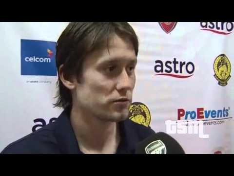 Arsenal's Rosický admits in Interview to kissing Arsene Wenger