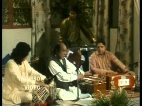 Mehdi Hassan sings and Ahmad Faraz reads Ranjish hi sahi