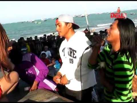 download lagu Antara Senyum & Perang   Kempo Feat Ayu gratis