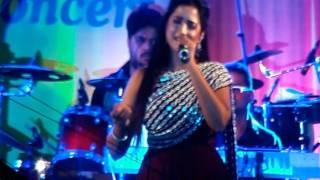 Shreya Ghoshal Singing Dagabaaz Re, Piya Re Piya & Saini at Thane Concert 19feb2017