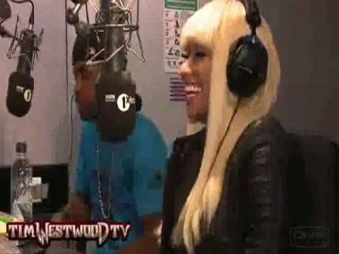 Nicki Minaj - Laugh