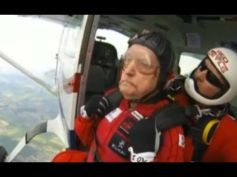 D-Day anniversary: 89-year-old veteran makes parachute jump
