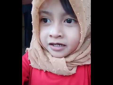 Video Lucu Anak kecil Bertingkah seperti ibu ibu. Gemesin !!