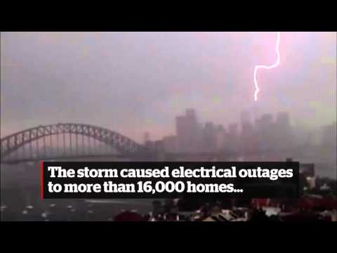 [Australia's Sydney Tower get hit by lightning] Video