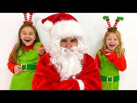 Настя и Клава как Эльфы разносят подарки на Рождество