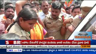 BJP Leaders protest against KCRat Warangal