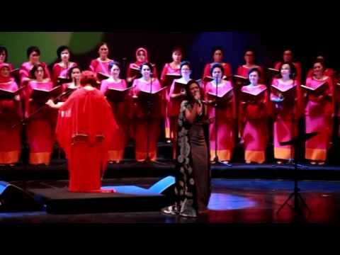 Ussy Pieters Choir Mempersembahkan Konser 3 Dekade Cinta Chrisye Part