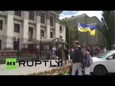 Ukraine: Russian embassy picketed over Moscow's