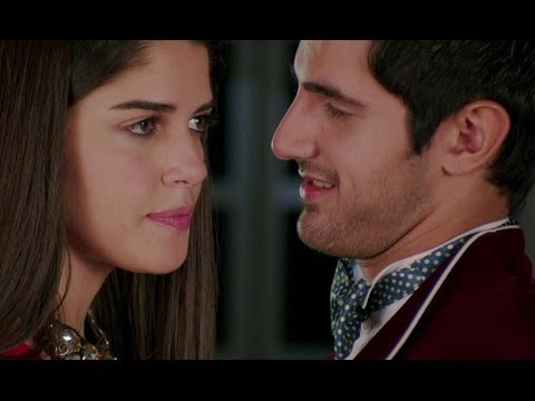 Aditya Seal Forcefully Tries To Kiss Izabelle Leite - Purani Jeans