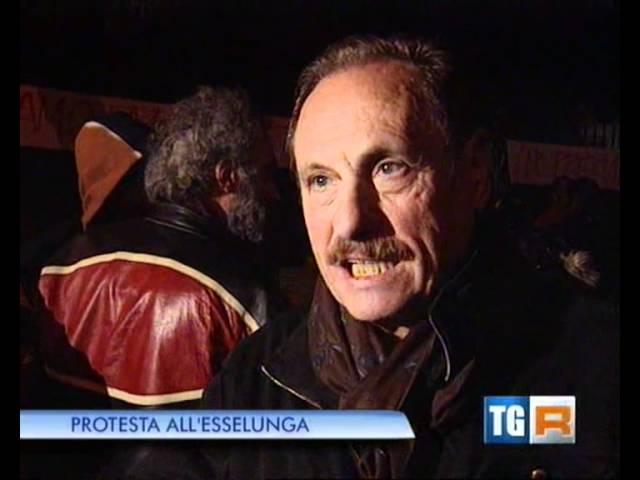 Protesta all'Esselunga - TG Lombardia Edizione delle 19.30 31/10/2011