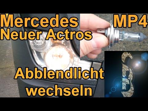 Sascha tauscht ein Abblendlicht im Mercedes Neuer Actros (MP4) - Birne wechseln Scheinwerfer defekt