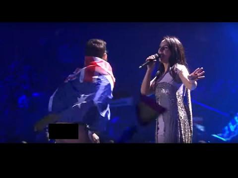 Австралиец испортил Евровидение 2017 в Киеве на сцене  в прямом эфире