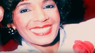 Watch Shirley Bassey No Fingire video