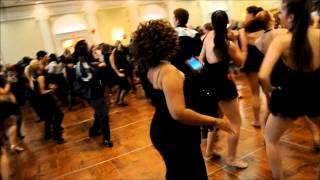 Համացանցի աստղ դարձած ոստիկանի պարային կատարումը Թեյլոր Սվիվթի Shake it Off երգի տակ