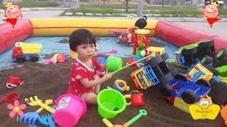 P2 Bé yêu xúc cát kiếm tiền mua sữa hút ♤ Phuong Chi Tivi