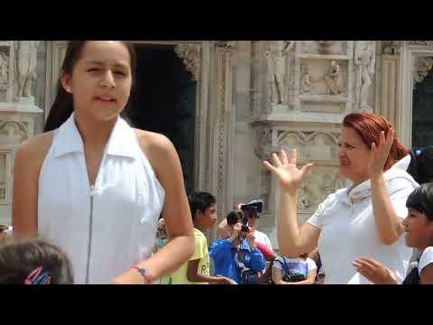 Marinera en Plaza del Duomo de Milano