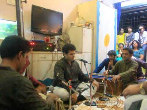 Bhaggesh Marathe Singing soham Har Damaru Baje From The Natyasangeet Mandarmala video