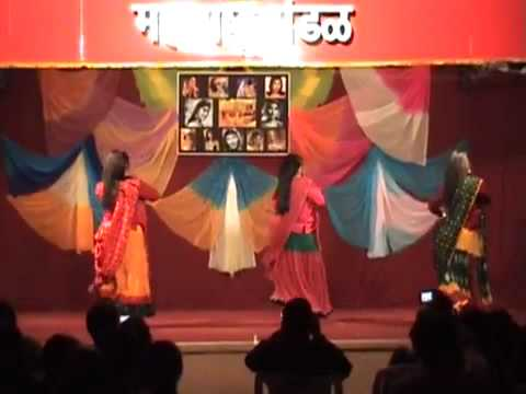 Jhumka Gira Re Dance (divine Divas -- Bollywood Dance Program 2010) video