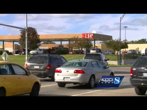 Fill up while you can: Gas prices fall in the metro