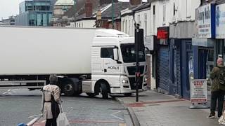 Lorry driver tries illegal U-Turn and blocks off road