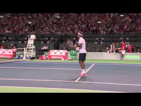 Roger Federer fooling around in practice