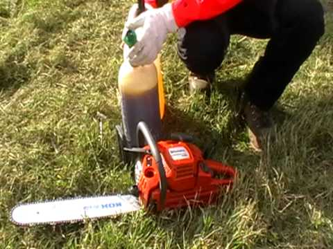 Forstschule.com : Betanken der Motorsäge mit Kombikanister / Refuel a chainsaw with combi canister