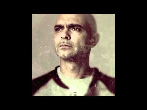 Bassi Maestro - Non fermi questo show (feat.Mondo Marcio, Beng, Micro)