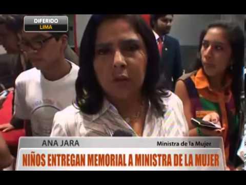 Niños entregan memorla a Ministra de la Mujer