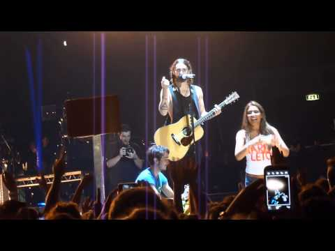 Jared Leto having fun with italian fans & The Kill (Bury Me),Thirty Seconds to Mars, live in Milan
