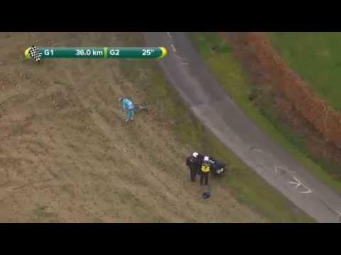 Lars Boom en motorrijder gaan onderuit in een bocht (dwars door vlaanderen)2015