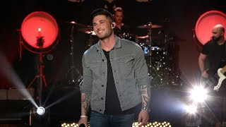 Download Rising Country Star Michael Ray Performs