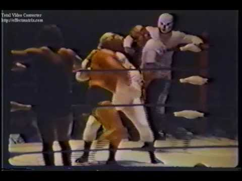 Mike & Eddie Graham vs The Medics - Championship Wrestling from Florida TV 1973