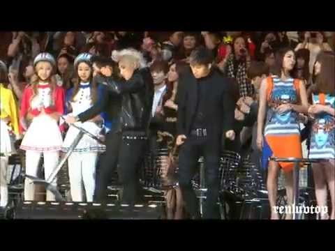 [HD]131122 BIGBANG Taeyang Daesung dancing & Seungri pushing EXO @MAMA in Hong Kong Ending