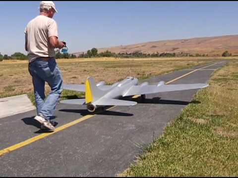 Mike Leggett&his scratch built RC B-17 first flight SCCMAS