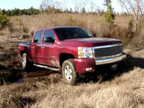 2007 Chevy Silverado Z71 4x4 Creek Crossing Mudding