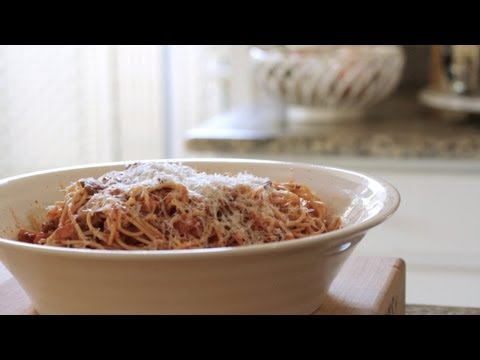 How To Make Spaghetti Bolognese || KIN EATS