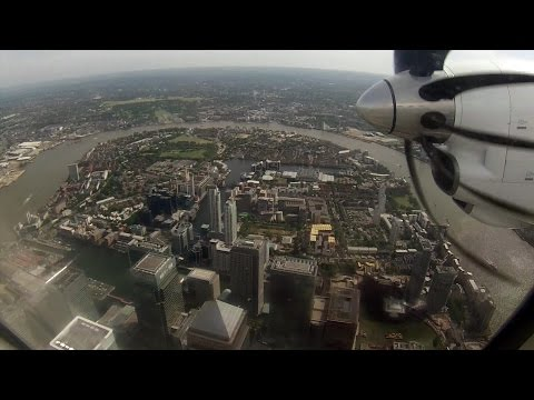 Stunning scenic approach and landing into London City (British Airways SAAB 2000)