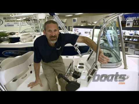 Robalo R 180: Tough Center Console Powerboat
