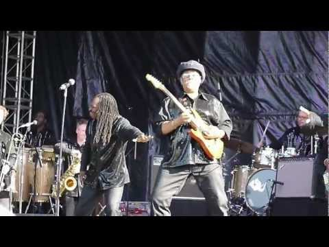 The Earth, Wind&Fire Experience - Al McKay Allstars - Got to get you into my life (Live Clamart)