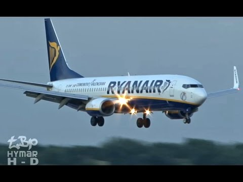 Ryanair Emergency Landing EI-DWF London Stansted ATR72 chased by flock of birds!