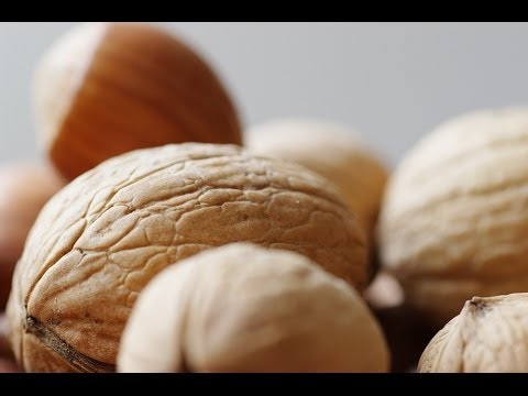 Consuming Nuts Could Prolong Life, Reduce Cancer Risk