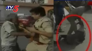Old Aged Rickshaw Puller Beaten By Lucknow Police