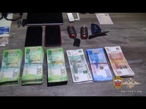 Московские полицейские в задержали подозреваемых в краже денежных средств с банковских карт граждан