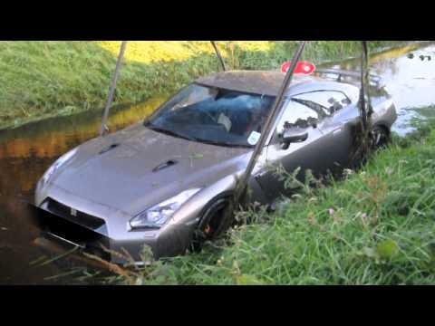 Nissan GTR crashed into the water!