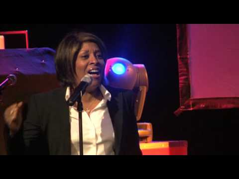 12/03/2010 Gwen Dickie  Wishing on a star Live @ The Concorde Club, Heathrow